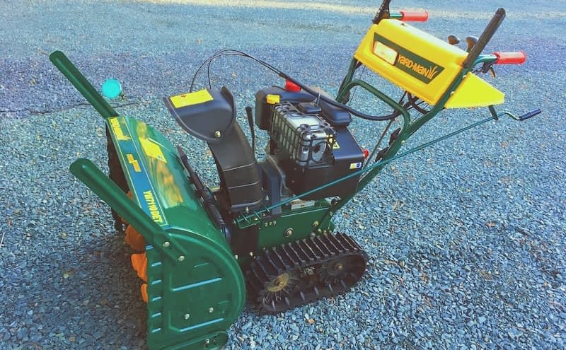 Wheeled-Snow-Blower-vs-Tracked-Snow-Blower