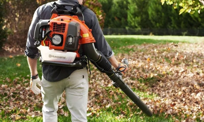 Professional Leaf Removal Equipment